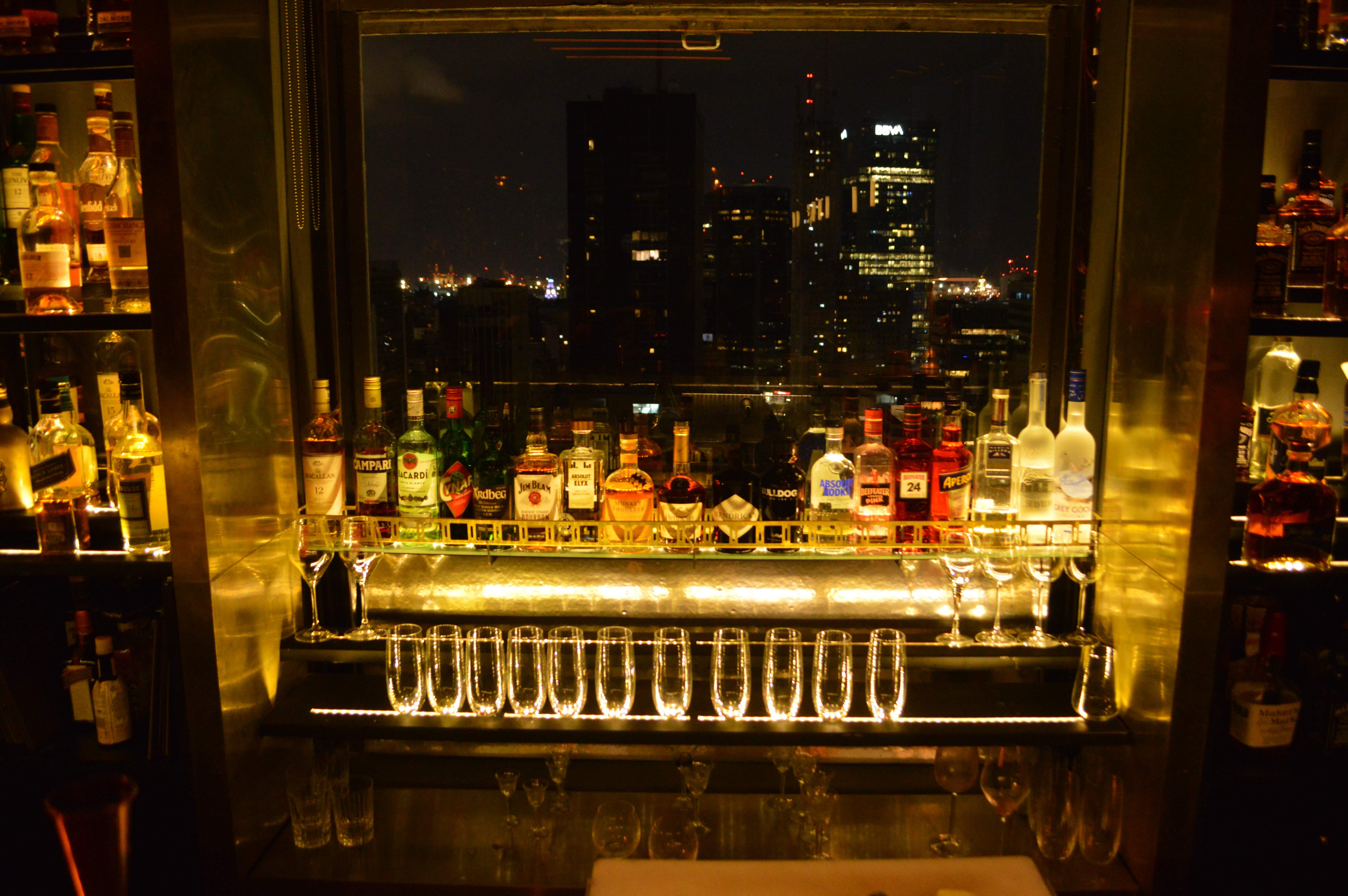 Trade Bar is one part fancy hotel mixed with one part swanky New York jazz lounge © Amy Both / Lonely Planet