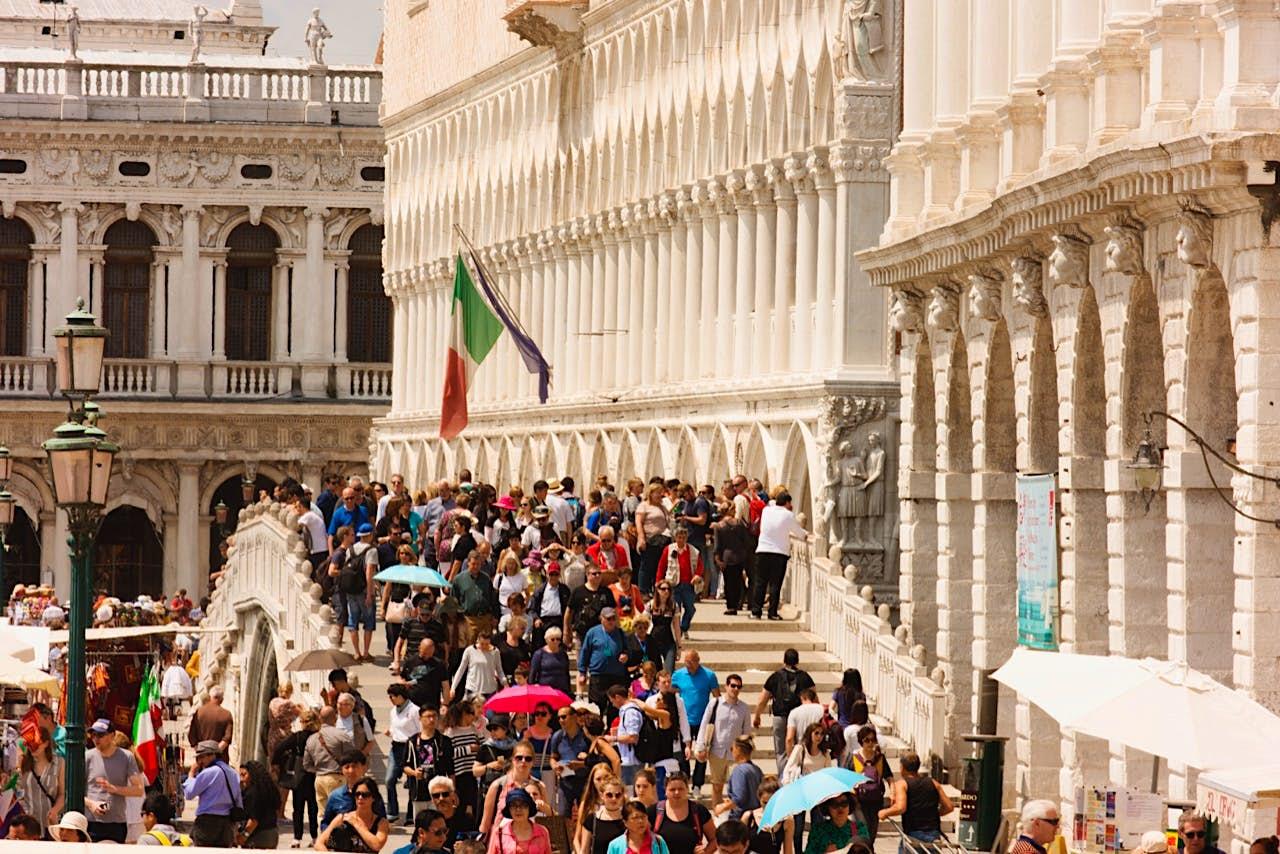 Veneza com crowds.jpg