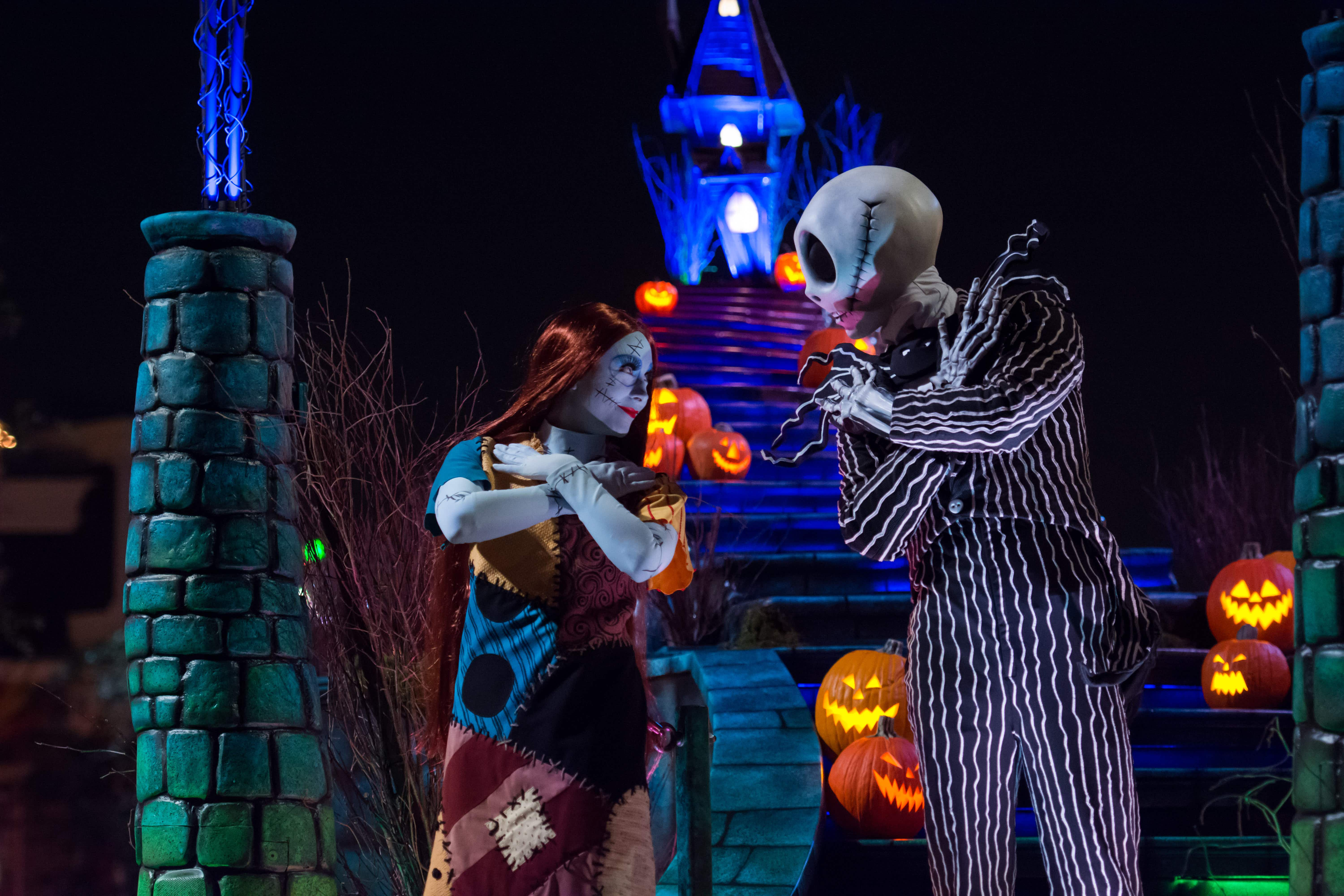 Christmas Halloween.Disneyland Is Throwing An After Hours Halloween Party