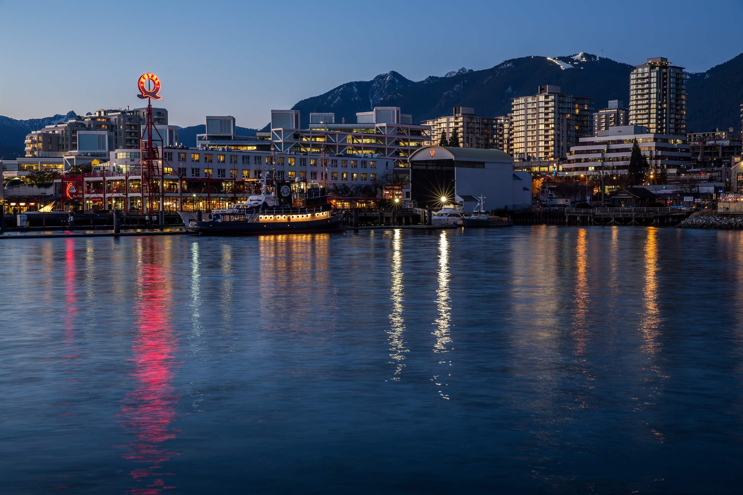 The lights of Lonsdale Quay on the shore of North Vancouver © Kim Rogerson / Getty Images