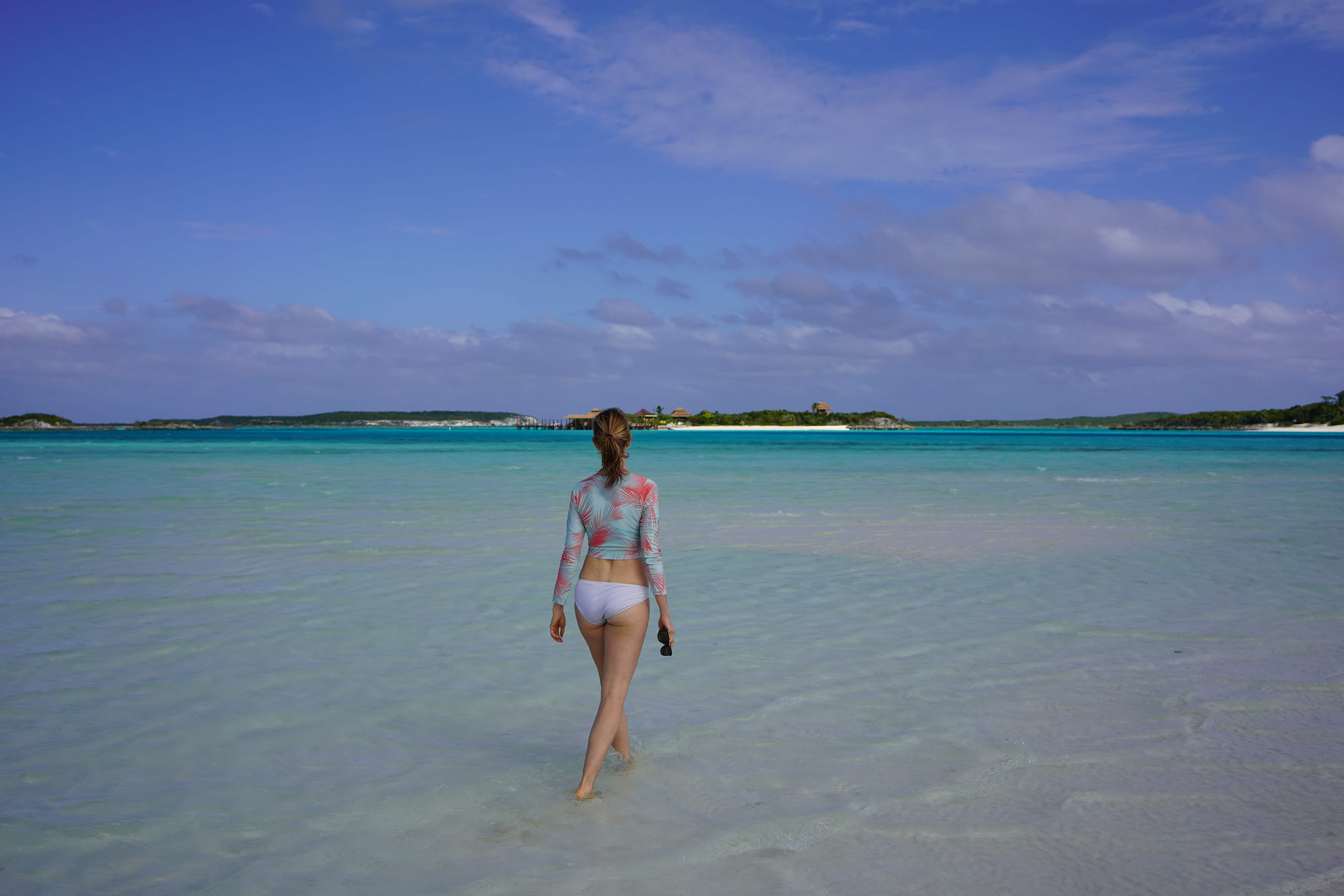 The thin strip of sand between two cays is as secluded as the Bahamas gets © Sarah Sekula / Lonely Planet