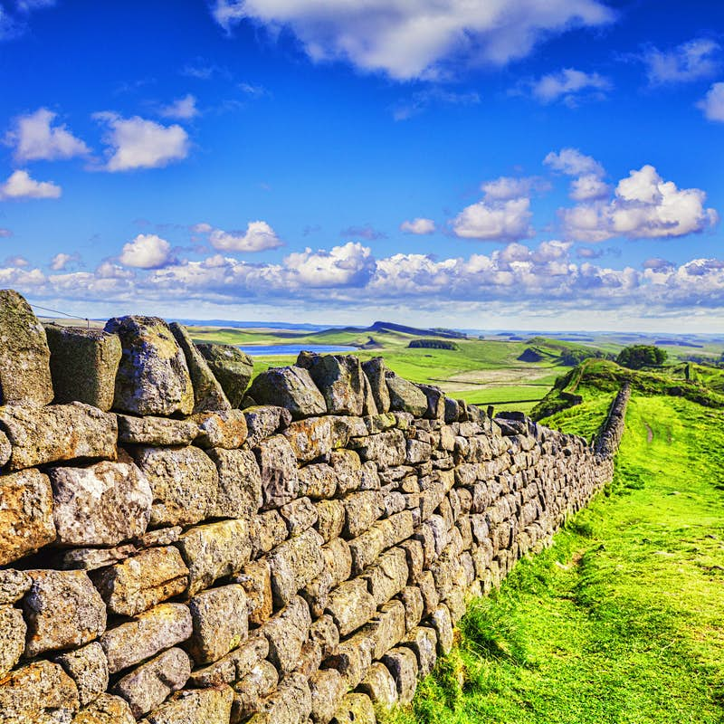 Dry stone wall running the same course as Hadrian's Wall © Travellight / Shutterstock