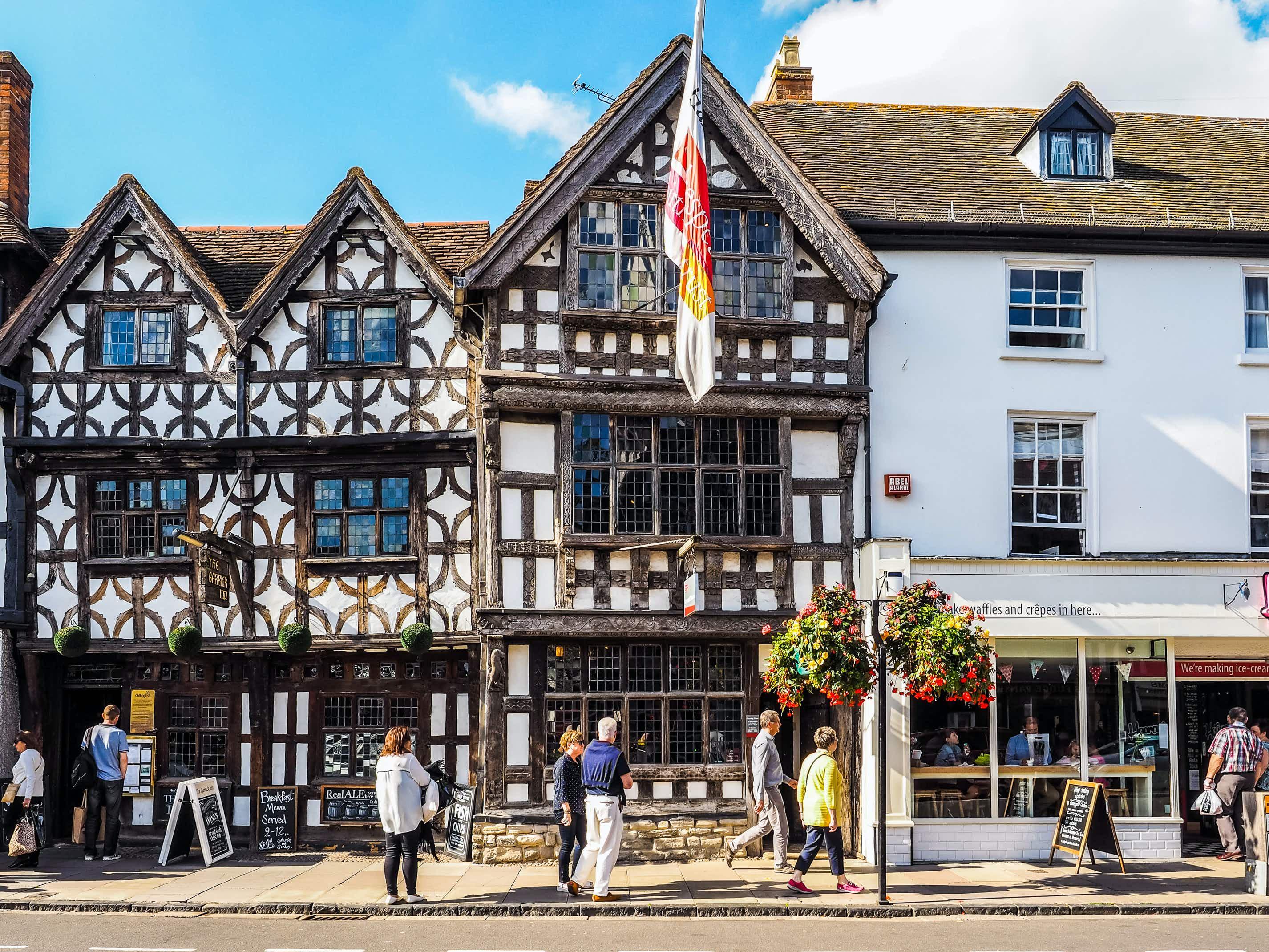 Quaint Tudor houses in Stratford-upon-Avon © Claudio Divizia / Shutterstock