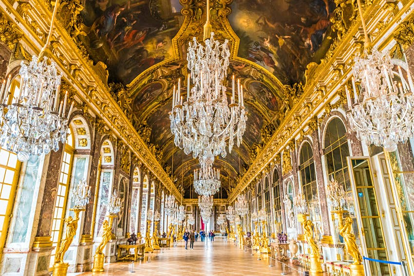 he Hall of Mirrors (Galerie des Glaces) in the Royal Palace of Versailles.