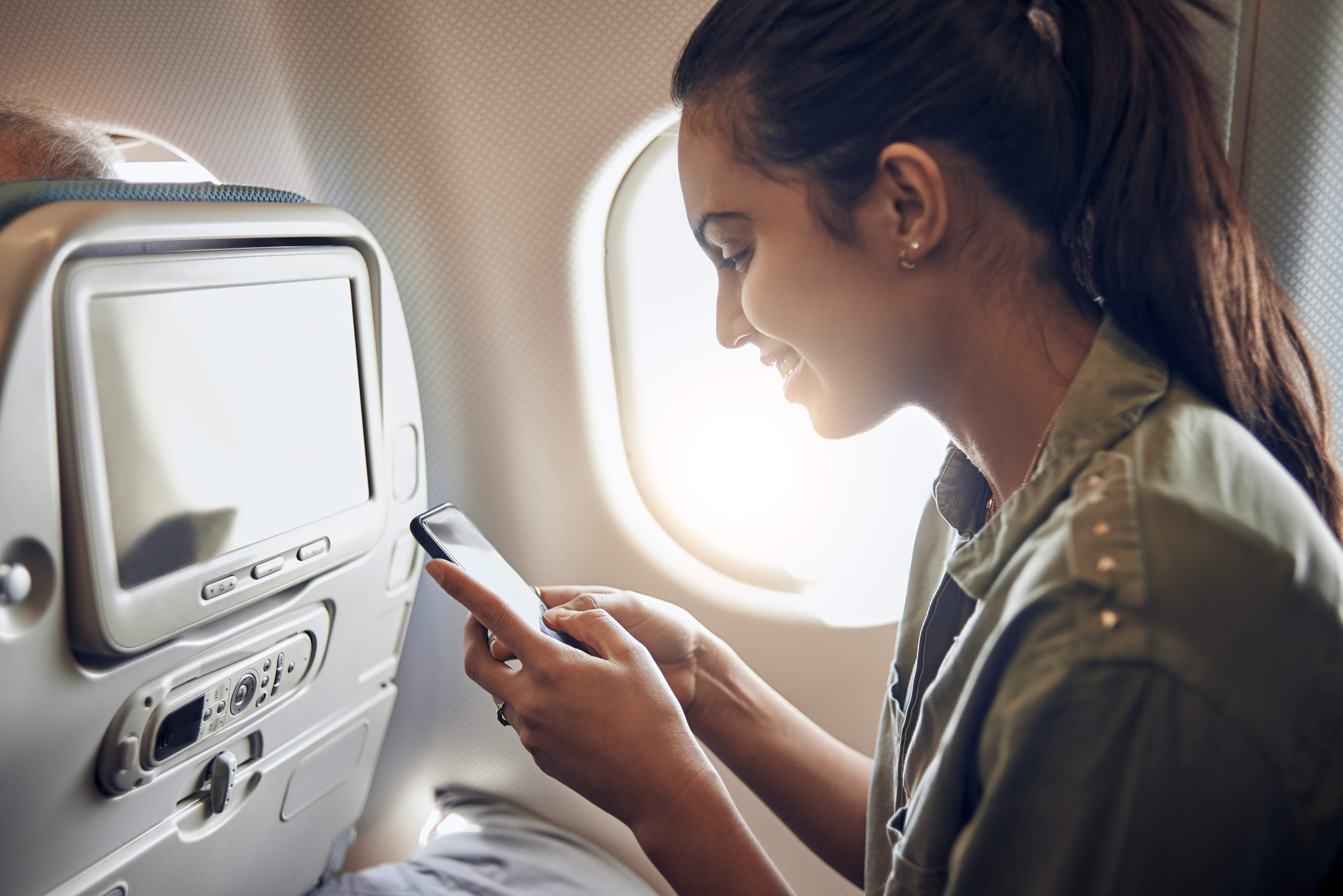 What happens if you don't put your phone on airplane mode on a flight?