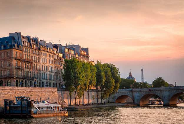 French supermarket delivers groceries via the Seine