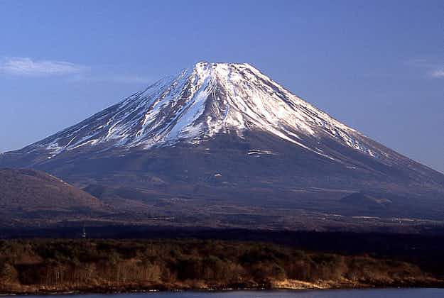 First snow of the winter falls on Japan's Mt Fuji