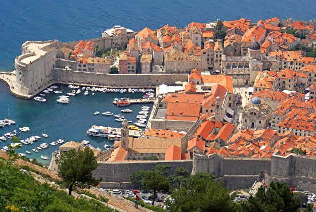 Dubrovnik takes steps to introduce night tours to its city walls