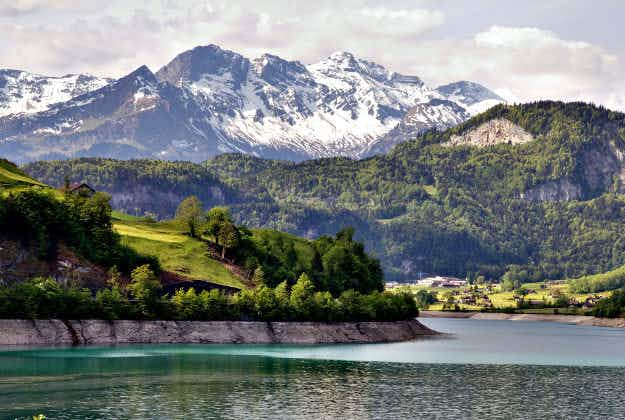 Swiss resort complains of rudeness of Chinese visitors