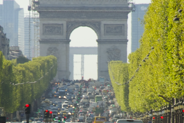 Cars banned one Sunday every month on the Champs-Élysées