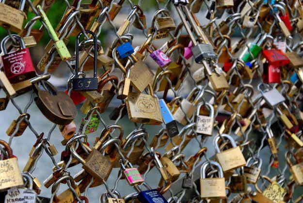 "Zut alors! Lovestruck couples are still ""locked"" to Paris despite officials best efforts"