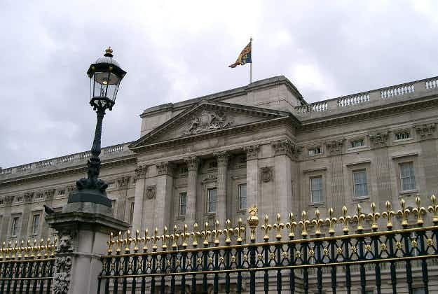 See a glimpse of Buckingham Palace in virtual reality tour