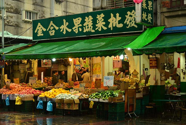 Taiwan's newest hot vendor: attractive fruit seller - Lonely