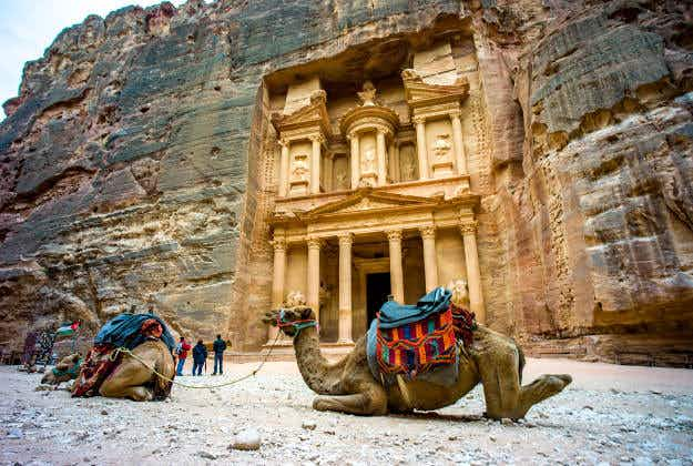 """Enormous sunken monument found in Petra by """"space archaeologists"""""""