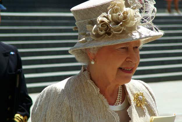 London pubs allowed to stay open late to mark the Queen's 90th birthday