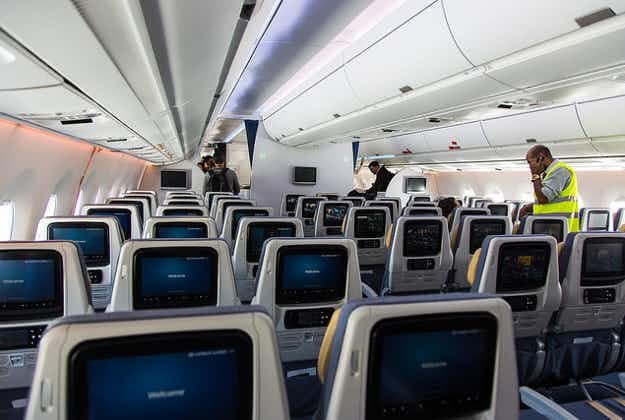 Stay healthy: avoid these bacteria hotspots on a plane