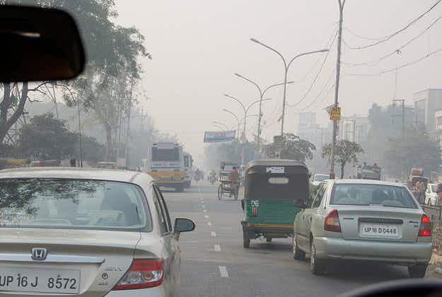 Delhi introduces road rationing to tackle pollution