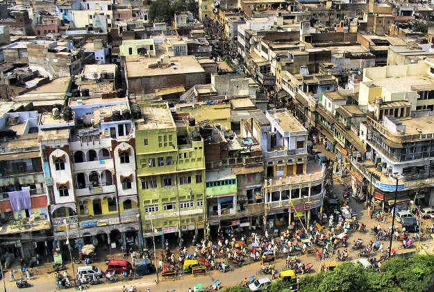 Delhi tightens the screws on polluting vehicles