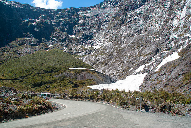 NZ plan phone coverage to ease problems on scenic drive