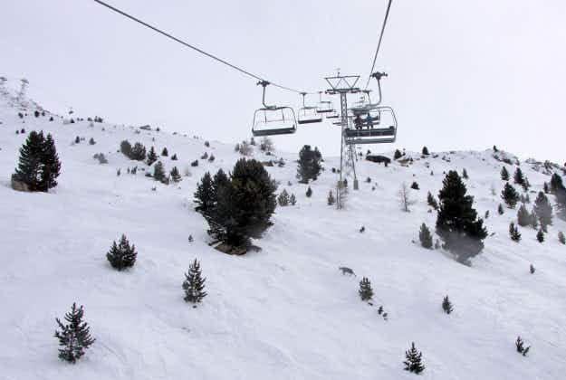 'Astonishing' temperatures mean no snow on Swiss slopes