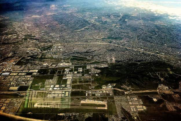 New airport terminal straddles US-Mexico border