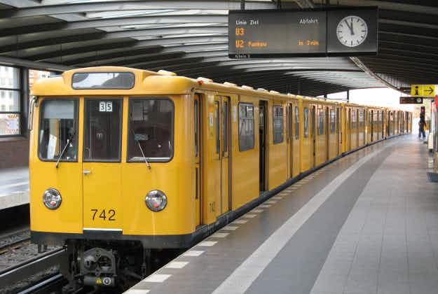 Naked traveller prompts Berlin transport company to clarify U-Bahn dress code