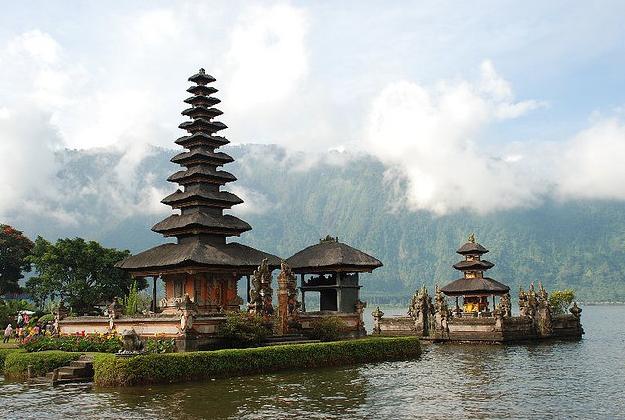 Indonesia adds Australia to visa-waiver list...again!
