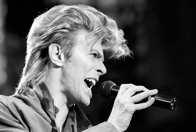 Berlin is to honour David Bowie with a plaque outside the house where he lived in the 1970s