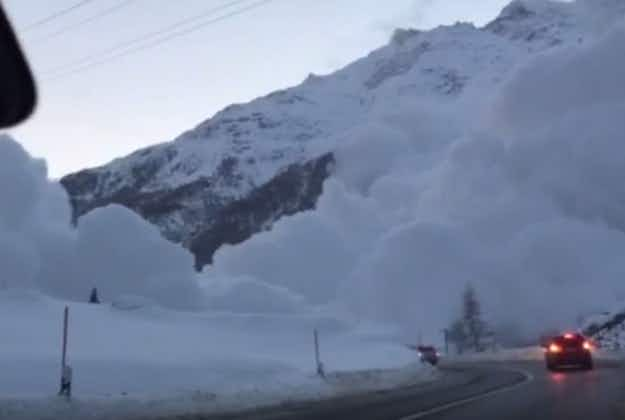 Spectacular Swiss avalanche caught on video