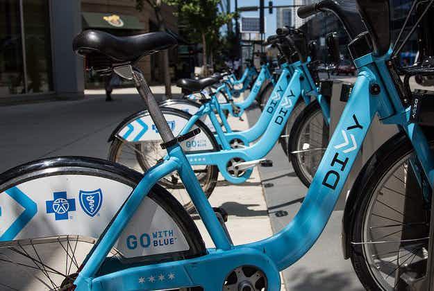Chicago's popular bike share scheme expanding
