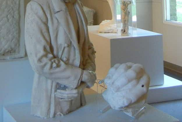 Illinois museum baffled by Lincoln hand sculpture theft