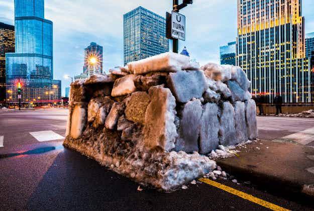 Artist builds full-sized igloo on Chicago street