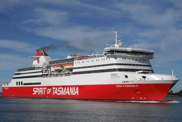 Hundreds stranded as freak storm damages Melbourne ferry