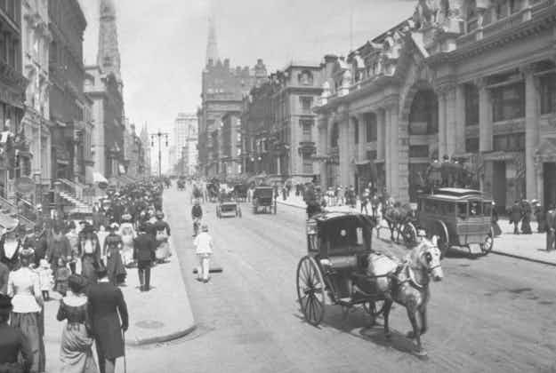 Panoramic view of New York's past via pop-up exhibit