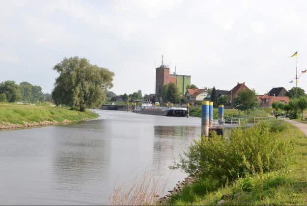 Motorist blindly follows sat nav into River Elbe