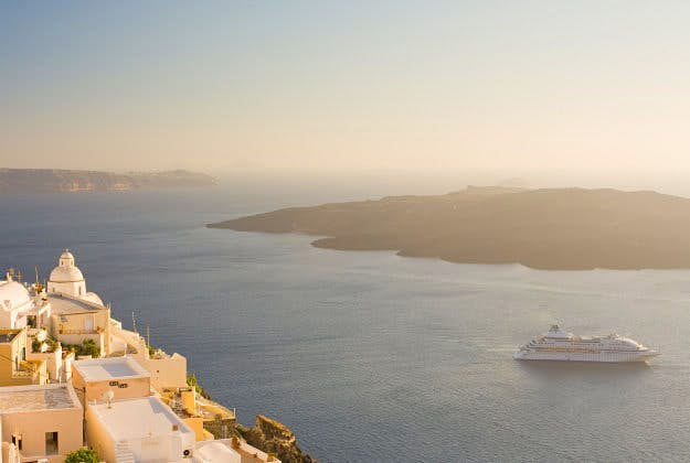 Santorini to limit cruise ship traffic.