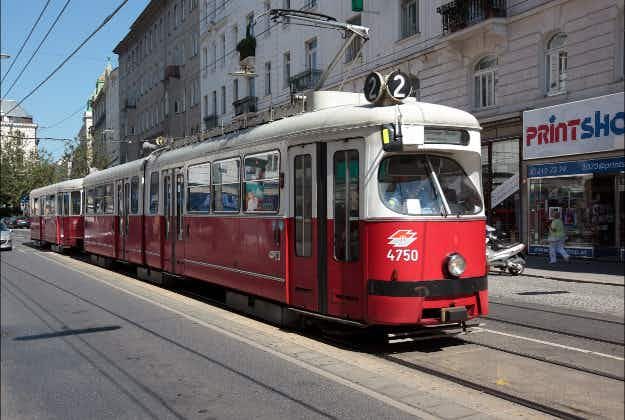 Woman writes love letter to Vienna's public transport
