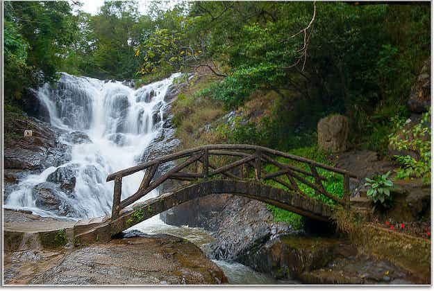 Tours suspended at Vietnam waterfall following tourist deaths