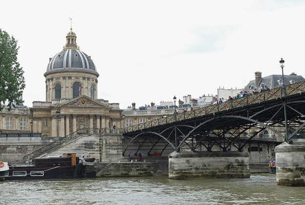Battle of the lovelocks resumes in Paris for Valentine's Day