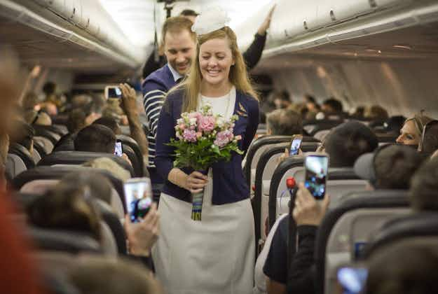 Love is in the air: couple wed mid-flight at 35,000 feet