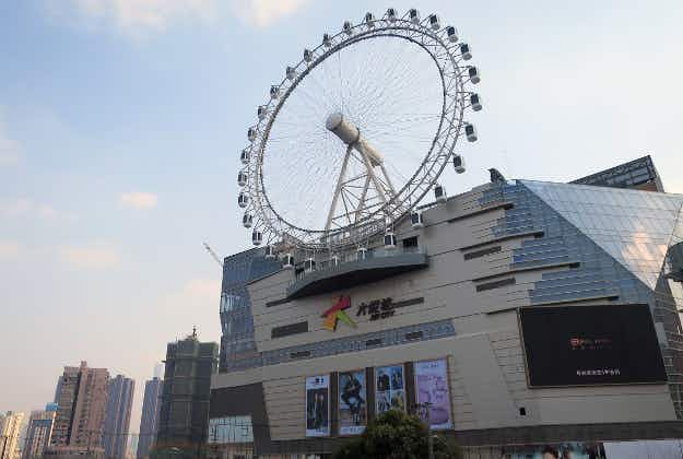 Rooftop Ferris wheel a big attraction in Shanghai
