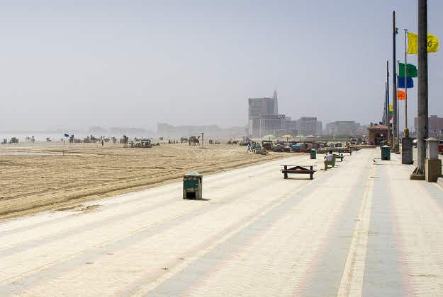 Road race turns amphibious as drivers go into the sea on Karachi seafront