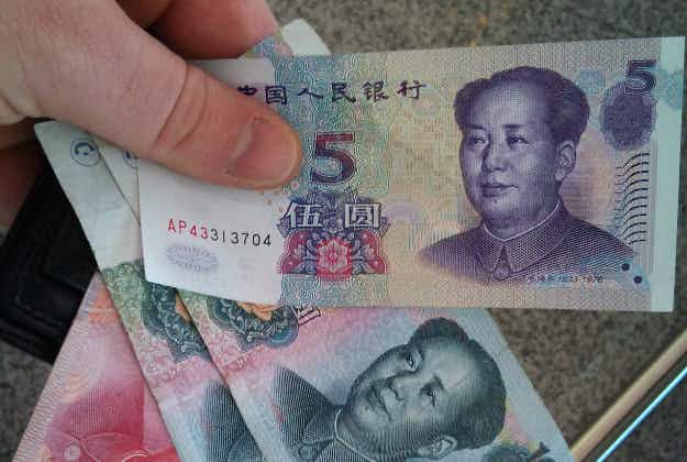 Chinese hotel guest discovers huge sum of money under pillow