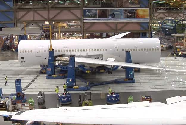 Time-lapse video shows plane built in just four minutes