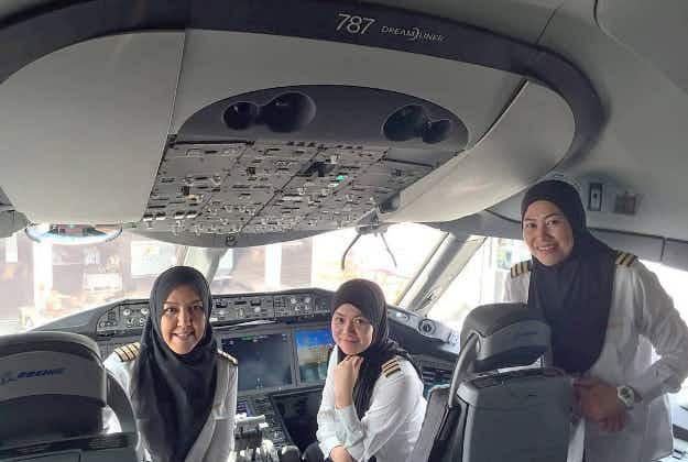 All-female flight crew on Brunei airline flies into Saudi Arabia