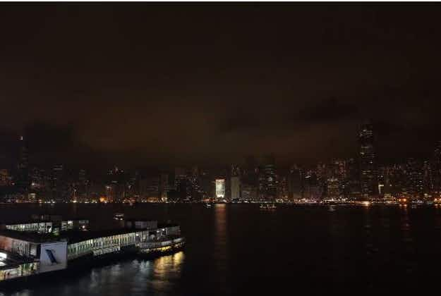 Lights go out on famous monuments around the world to mark the tenth annual Earth Hour