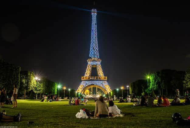 Japanese tour operators help clean up Paris to encourage more visitors