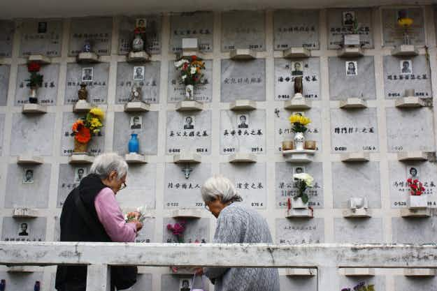Chinese celebrate deceased pets instead of relatives for Tomb Sweeping Festival