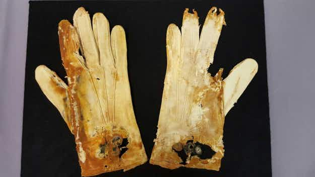 Menus, shoes and gloves recovered from Titanic  wreck go on display in Las Vegas