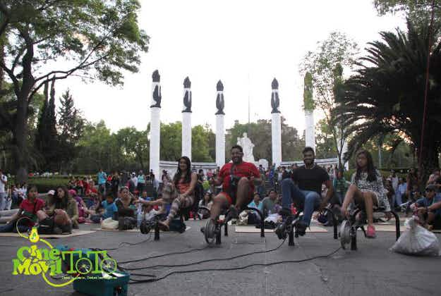 Travelling cinema uses pedal power to help put on movies in Yucatan